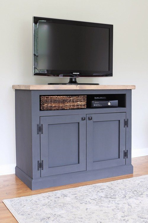 DIY-Rustic-TV-Stand-Media-Console-IMG_5267